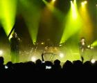 """Brandon Flowers y Bernard Sumner tocaron """"Bizarre Love Triangle"""" y fue genial"""