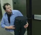 La broma del hombre partido en un ascensor