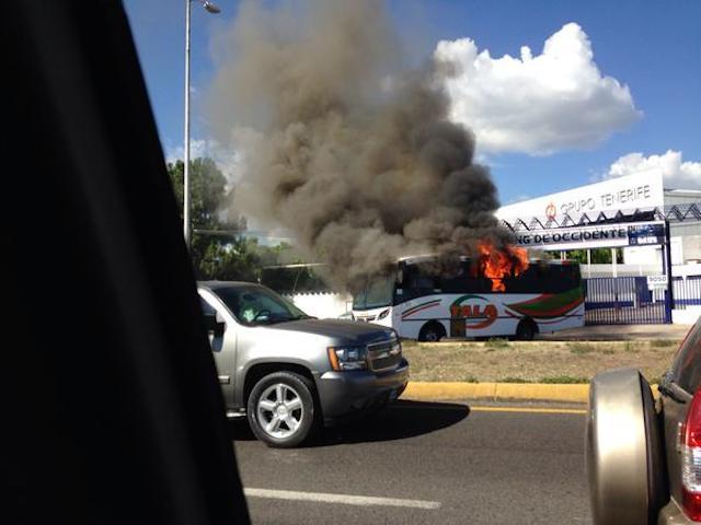 Camiones quemados, vandalismo y #narcobloqueos en Jalisco