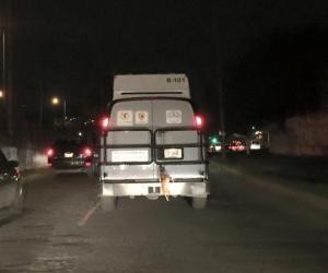 Cesan a empleados que conducían camioneta del GDF con un perrito ahorcado