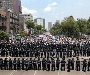Taxistas realizan marchas y bloqueos contra #UberSeQueda