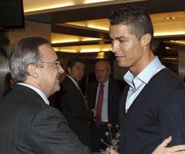 Cristiano_Ronaldo_saluda_Florentino