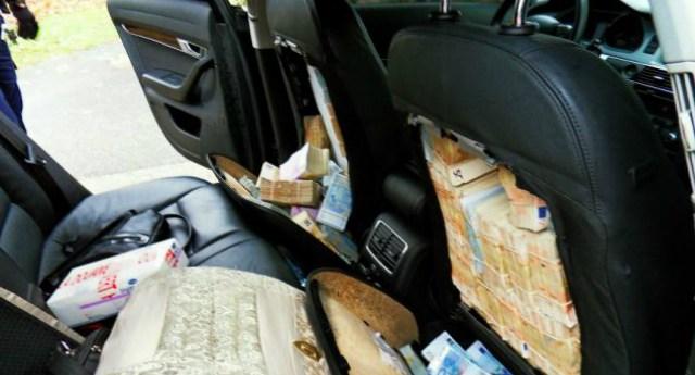 guardan_dinero_en_asientos