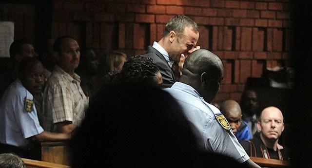 Oscar Pistorius breaks down during his court appearance in Pretoria