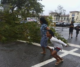Typhoon Haiyan: residents flee