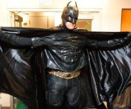 JJWatt-Batman-HoustonTexans-HospitalInfantil1