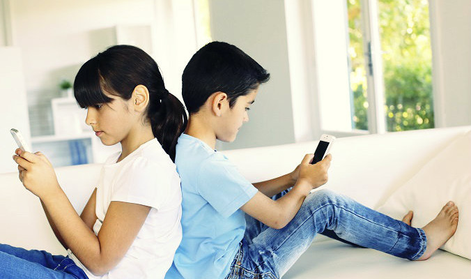 Are-Kids-With-Smartphone-Addiction-At-Risk-For-Mental-Health-Problems-676x400