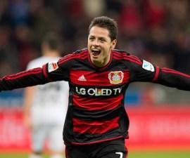 (151212) -- LEVERKUSEN, diciembre 12, 2015 (Xinhua) -- El jugador Javier Hern·ndez, de Bayer Leverkusen, festeja su anotaciÛn durante el partido de la Bundesliga alemana, ante Borussia Monchengladbach, celebrado en el Estadio BayArena, en la ciudad de Leverkusen, Alemania, el 12 de diciembre de 2015. (Xinhua/Imago/ZUMAPRESS) (jg) (fnc) ***DERECHOS DE USO UNICAMENTE PARA NORTE Y SUDAMERICA***