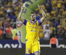 Football Soccer - Tigres v Pumas - The first leg of their Mexican first division final soccer match - Universitario stadium, Monterrey, Mexico - 10/12/15 Tigres' Andre-Pierre Gignac celebrates their victory against Pumas. REUTERS/Daniel Becerril