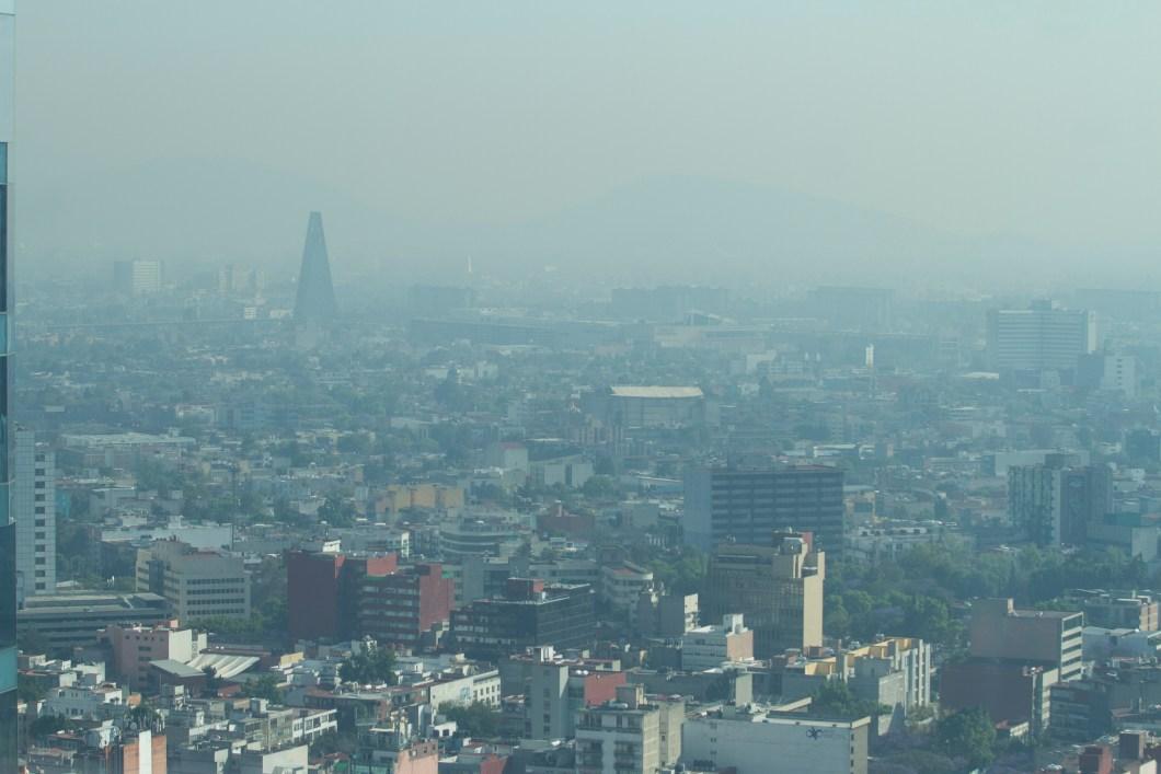 60315082. México, 15 Mar 2016. (Notimex-Jorge Torres).- En el Valle de México se mantiene la aplicación de la Fase 1 de Contingencia Ambiental por Ozono, pues continúa la mala calidad del aire y las condiciones meteorológicas son adversas para la dispersión de contaminantes. NOTIMEX/FOTO/JORGE TORRES/JTC/ENV