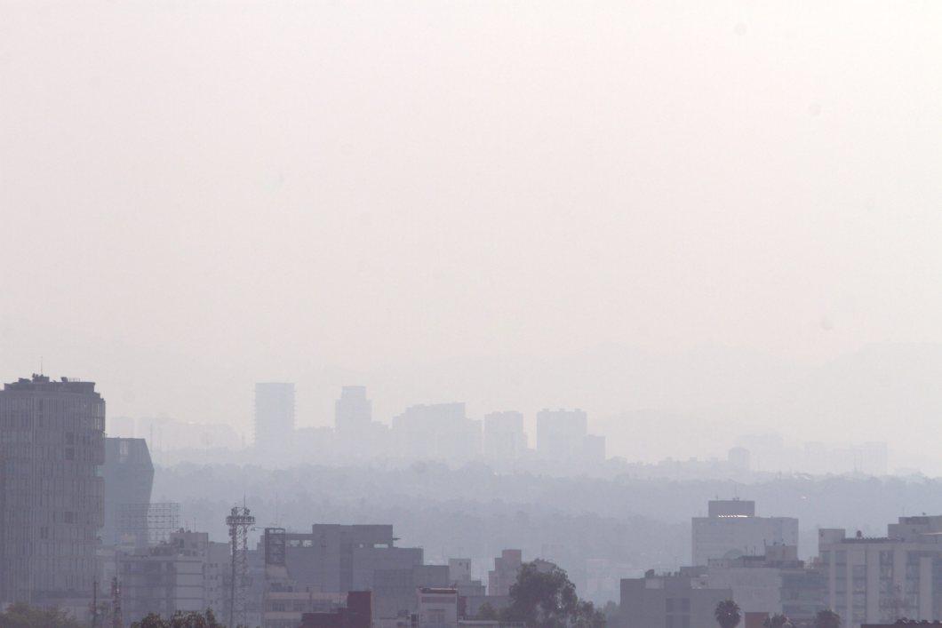 60405152. México, 5 Abr. 2016 (Notimex-Nicolás Tavira).- La Fase 1 de Contingencia entró en vigor esta tarde, durante el primer día de aplicación del programa Hoy No Circula temporal y actualizado, al alcanzar el nivel de ozono los 156 puntos Imeca en la zona suroeste del valle de México. NOTIMEX/FOTO/NICOLÁS TAVIRA/NTA/ENV/