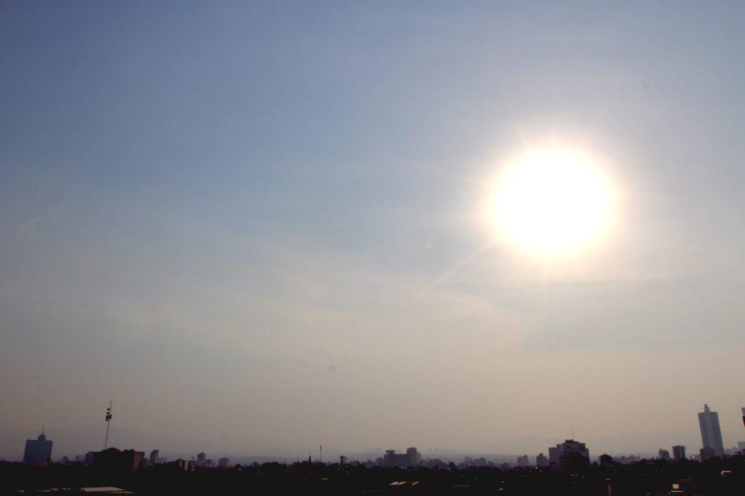 60405154. México, 5 Abr. 2016 (Notimex-Nicolás Tavira).- La Fase 1 de Contingencia entró en vigor esta tarde, durante el primer día de aplicación del programa Hoy No Circula temporal y actualizado, al alcanzar el nivel de ozono los 156 puntos Imeca en la zona suroeste del valle de México. NOTIMEX/FOTO/NICOLÁS TAVIRA/NTA/ENV/