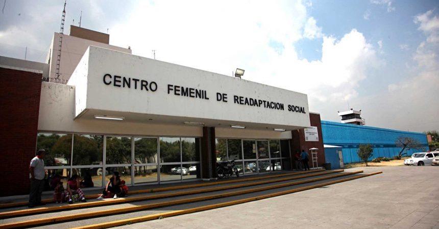 G01031321. JPG MÉXICO, D.F. Detention/ Detención-Gordillo.- Le ex líder del Sindicato Nacional de Trabajadores de la Educación (SNTE), Elba Esther Gordillo, fue trasladada la madrugada de este viernes del Penal de Santa Martha Acatitla a la cárcel femenil de Tepepan, en Xochimilco. Foto: Agencia EL UNIVERSAL/ Tanya Guerrero/ RML