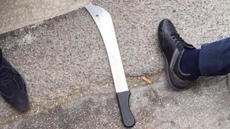 ataque-machete-belgica-policias