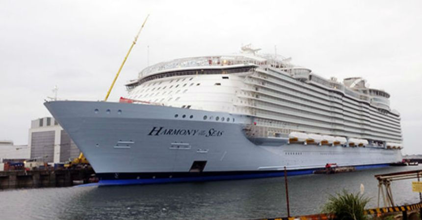 El crucero más grande del mundo se accidentó en Francia