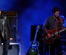 """MILAN, ITALY - NOVEMBER 09:  Noel Gallagher and Liam Gallagher of Oasis attend """"Che Tempo Che Fa"""" Italian TV Show on November 9, 2008 in Milan, Italy.  (Photo by Vittorio Zunino Celotto/Getty Images)"""