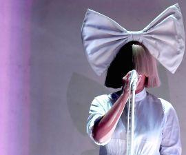 Sia mostró su apoyo a Hillary Clinton con un video.