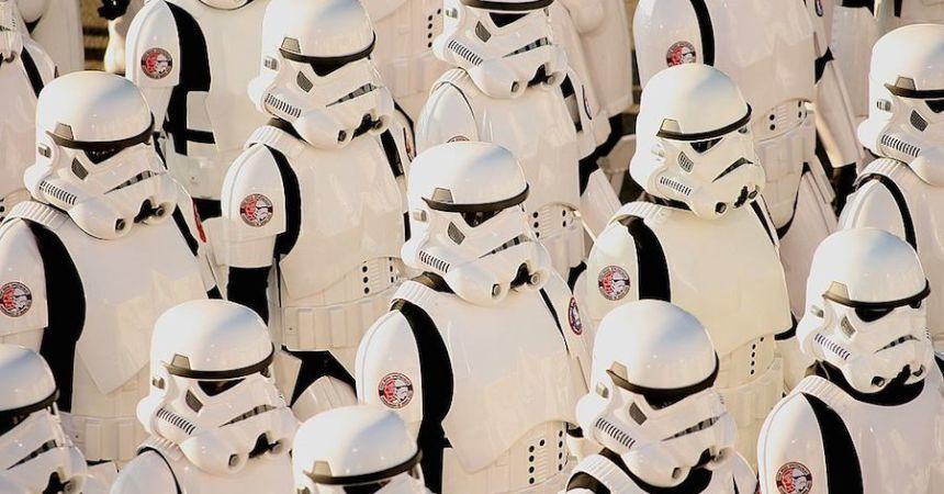 Este corto nos revela qué hay debajo de los trajes de los Stormtroopers