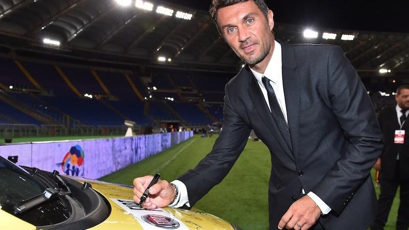 Paolo Maldini firma