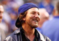 Eddie Vedder y más músicos reaccionan a victoria de los Cubs.