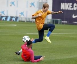 Justin Bieber juega con Barcellona