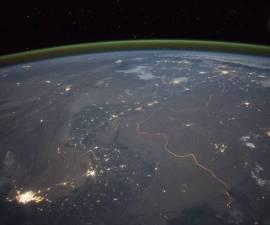 ¿Qué es el extraño resplandor verde que cubre a nuestro planeta?