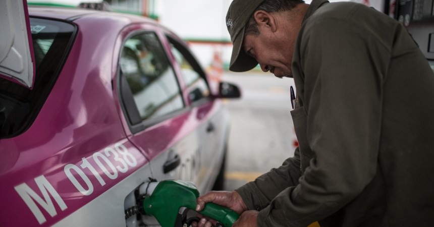 MEXICO - DECEMBER 31: A taxi driver fills up his car's trunk at a gas station in Copilco avenue on December 31, 2016 in Mexico City, Mexico. Officials say it's time for Mexicans to pay market prices for gasoline and longtime subsidies are not sustainable. On Jan. 1, Mexicans will start paying increased market prices for gasoline as part of a price deregulation, triggering gasoline shortages in all the country. (Photo by Miguel Tovar/LatinContent/Getty Images)