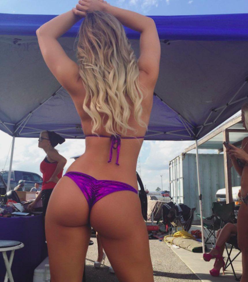 Amanda Paris con bikini púrpura