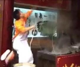 Sujeto en China que prepara fideos