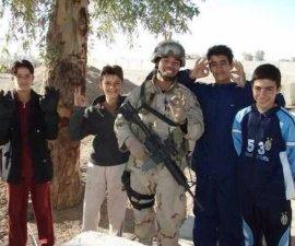 La conmovedora historia de un ex soldado y su amigo refugiado
