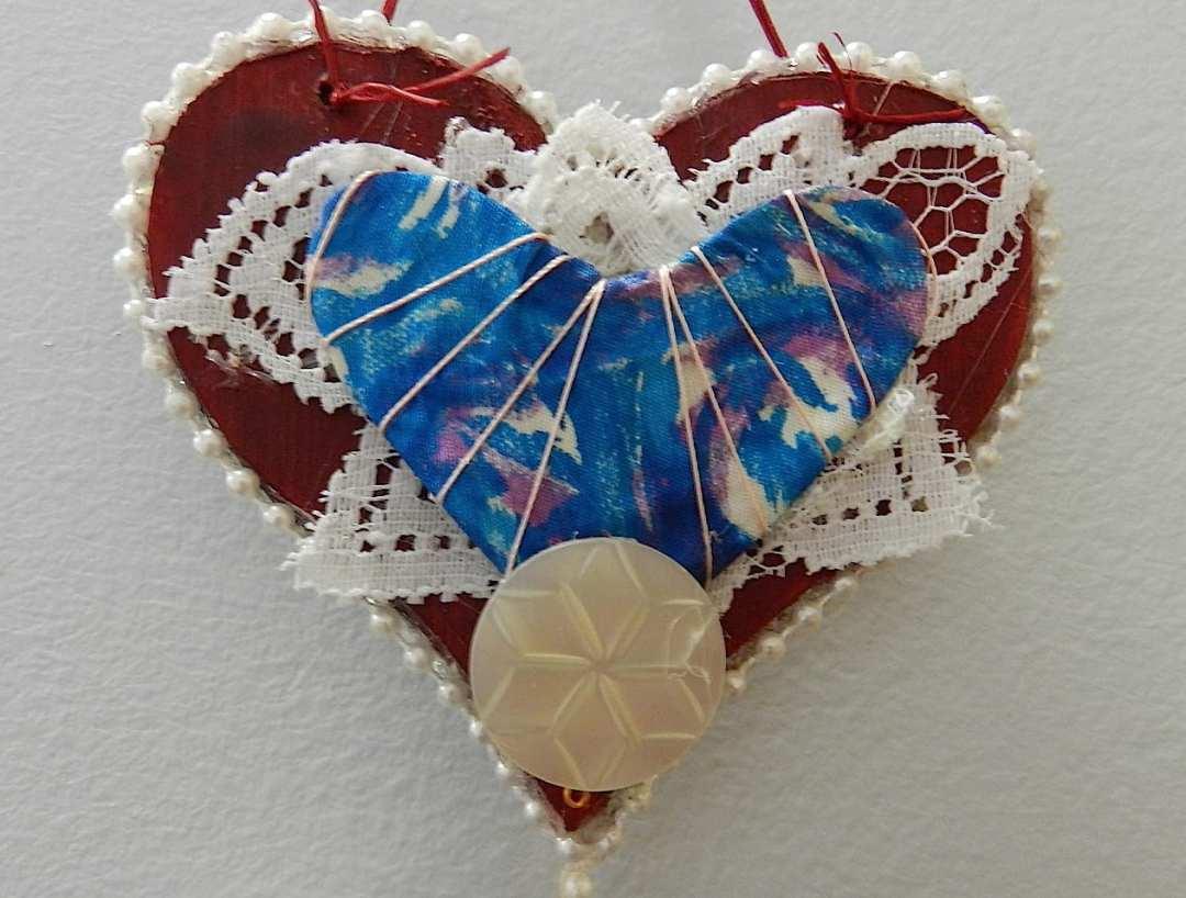 Heart-SilkFabricThreadPearlButtonLace-DSCN9894