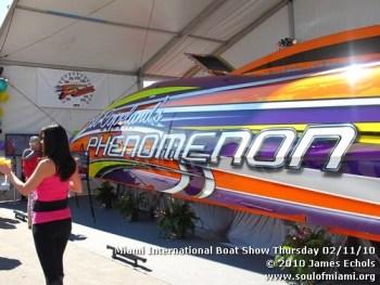 miamiinternationalboatshowthursdsay021110-013