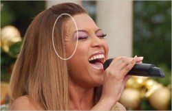 Beyonce – plastic surgery or wig?