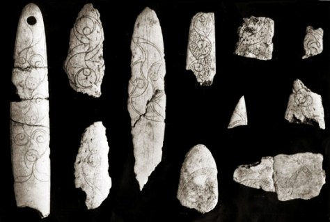 Engraved bone slips from La Tène period, Cairn H