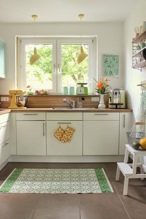 Frische und farbenfrohe Küche