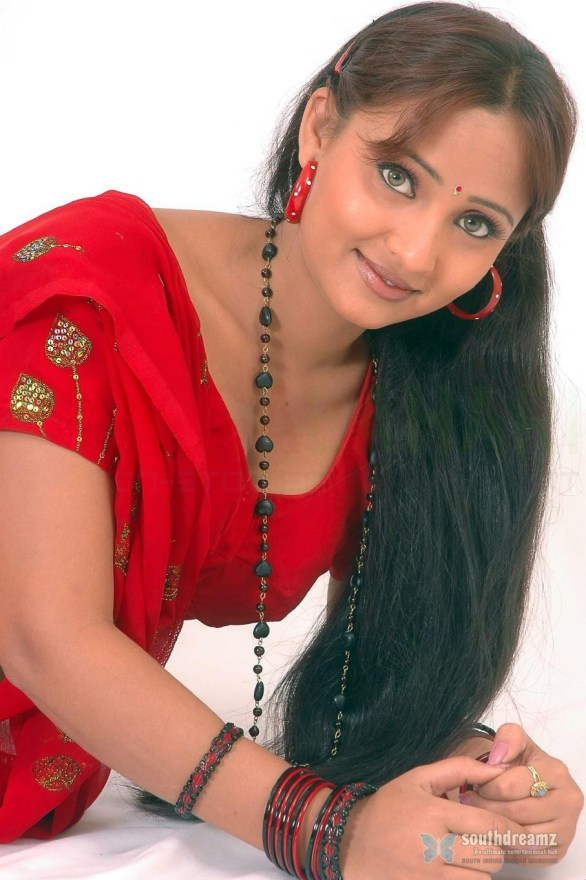 cute girl ravali hot sexy stills 586x880 Ravali