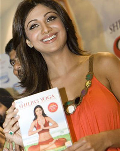 shilpa promotes her fitness video Shilpa Shetty enters temple with shoes on