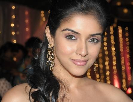 asin at Gr8 Awards I'm not Competing Asin, says Trisha