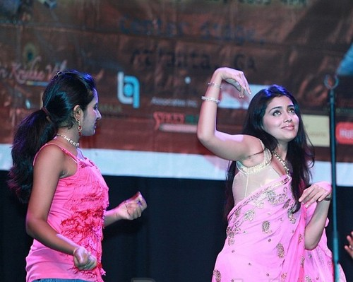 shriya dance in usa show7 Actress Shreya charan hot dance in USA show photo gallery