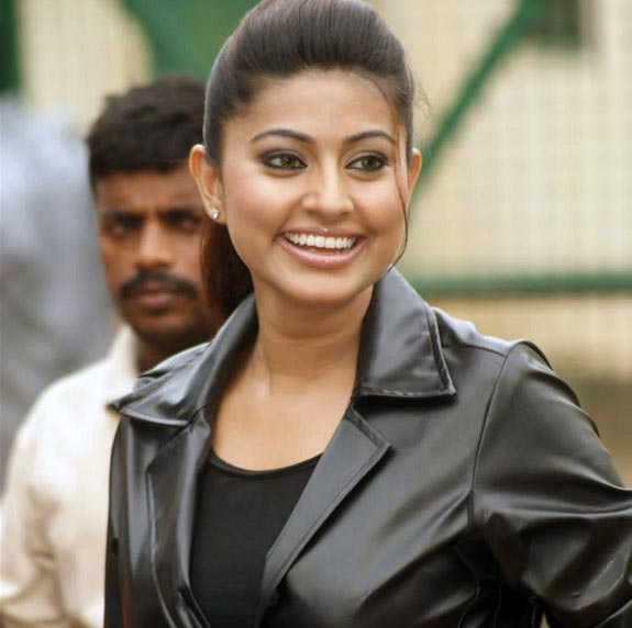 Sneha Goa on Location Exclusive stills pics images photo gallery 04 Actress Sneha in Goa movie shooting spot photo gallery