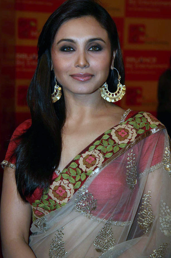 rani mukherjee anushka sharma at mami opening night 1 Rani Mukherjee & Anushka Sharma at MAMI Opening Night   Exclusive photo gallery