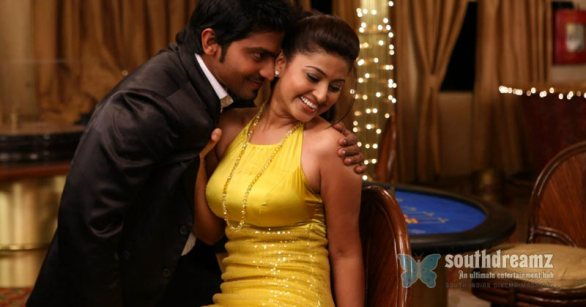 venkat prabhu goa movie sneha vaibhav had private sex photos 18 586x307 Actress Sneha in Goa movie shooting spot photo gallery