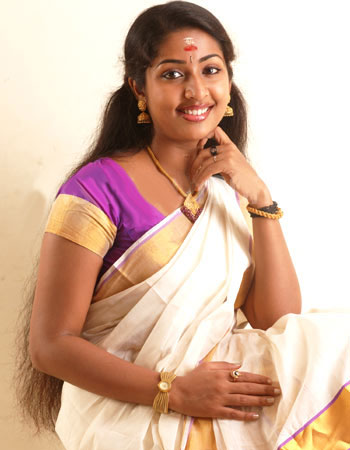 mallu movie actress navya nair hot stills pictures photos 10 Navya Nair hot photo gallery