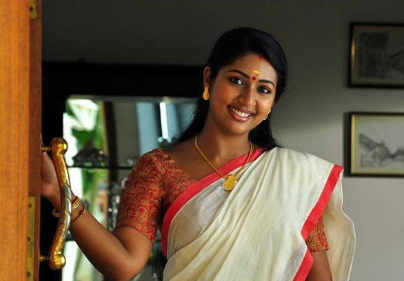 mallu movie actress navya nair hot stills pictures photos 8 Navya Nair hot photo gallery