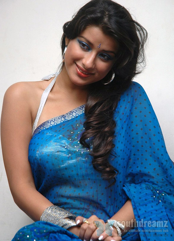 Madhurima in Sexy Blue Saree Photos Madhurima under Jiiva's custody?