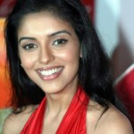 Is Asin acting in the Kannada remake of Varalaru?
