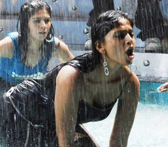 anushka hot wallpapers 7 Climax fight in Alex Pandian!