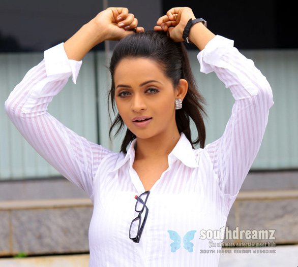 Actress Bhavana Hot Stills Photos Gallery 4 Bhavana denies love affair