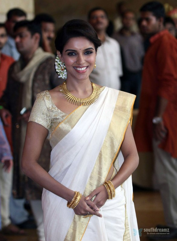 Asin at Genelia Ritesh Wedding Ceremony 5 586x797 Asin is a liar, lashes out director Rohit Shetty
