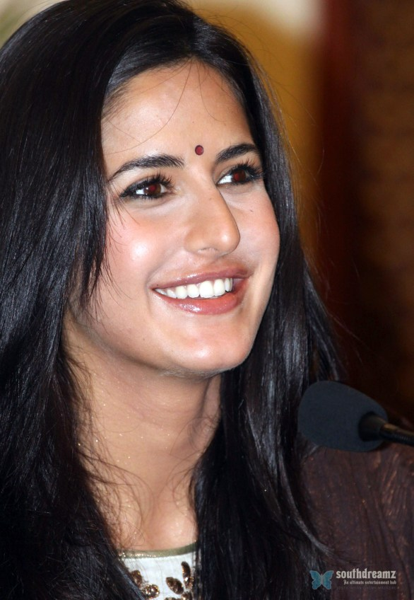 Katrina Kaif Raajneeti press meet 586x848 AR Rahman denies teaming up with Katrina Kaif
